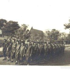 Fotografía antigua: FOTOGRAFÍA DE DESFILE DE MILITARES. Lote 191652731