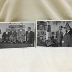 Fotografía antigua: DOS ANTIGUAS FOTOGRAFIAS PREMIOS ORNITOLOGIA TROFEOS PRINCIPE JUAN CARLOS PAJAROS AVES . Lote 192340260