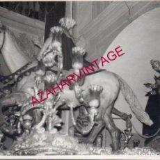 Fotografía antigua: SEMANA SANTA SEVILLA, ANTIGUA FOTOGRAFIA TRES CAIDAS DE TRIANA, 10X7 CMS. Lote 194000033