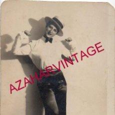 Fotografía antigua: AÑOS 20 FOTOGRAFIA ORIGINAL AUTOGRAFIADA DE UNA ARTISTA, VEDETTE, CUPLETISTA,90X140MM. Lote 194009865