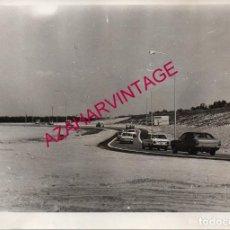 Fotografía antigua: ANTIGUA FOTOGRAFIA, AUTOVIA SEVILLA-HUELVA, VARIANTE BENACAZON-SANLUCAR LA MAYOR, 178X128MM. Lote 194068142