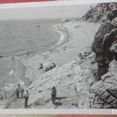 Fotografía antigua: ANTIGUA FOTOGRAFIA.TRAMO DE COSTA ENTRE SANT POL Y CALELLA.BARCELONA AÑOS 50. Lote 194243596