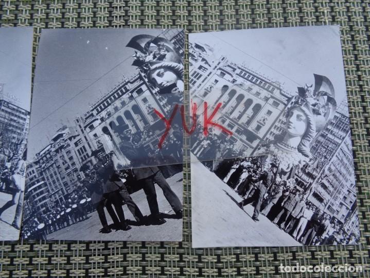 Fotografía antigua: 3 curiosas fotos fallas de valencia - falla plaza del caudillo - 1974 - Desfile guardia civil - Foto 3 - 194243798