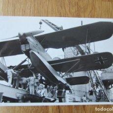 Fotografía antigua: 1936-DESEMBARCANDO AVIÓN ALEMÁN HEINKEL.LEGIÓN CÓNDOR.GUERRA CIVIL ESPAÑA.FRANCO.FOTOGRAFÍA ORIGINAL. Lote 194272241