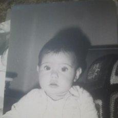 Fotografía antigua: PRECIOSA FOTOGRAFÍA ANTIGUA DE BEBÉ - AÑO 1969. Lote 194293735