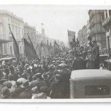 Fotografía antigua: BARCELONA - PROCLAMACIÓ DE LA REPÚBLICA 1931 - ESTACIÓ DE FRANÇA - 8,5 X 5,3 CM. - P27089. Lote 194352460