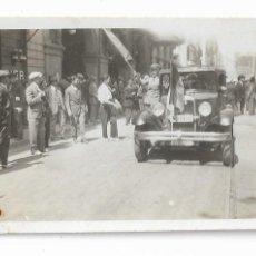 Fotografía antigua: BARCELONA - PROCLAMACIÓ DE LA REPÚBLICA 1931 - RAMBLES - LICEU - 7,8 X 5,1 CM. - P27089. Lote 194353328