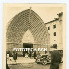 Fotografía antigua: FOTO ORIGINAL PONT DE SUERT IGLESIA COCHE AUTOMOVIL AÑOS 50. Lote 194394340
