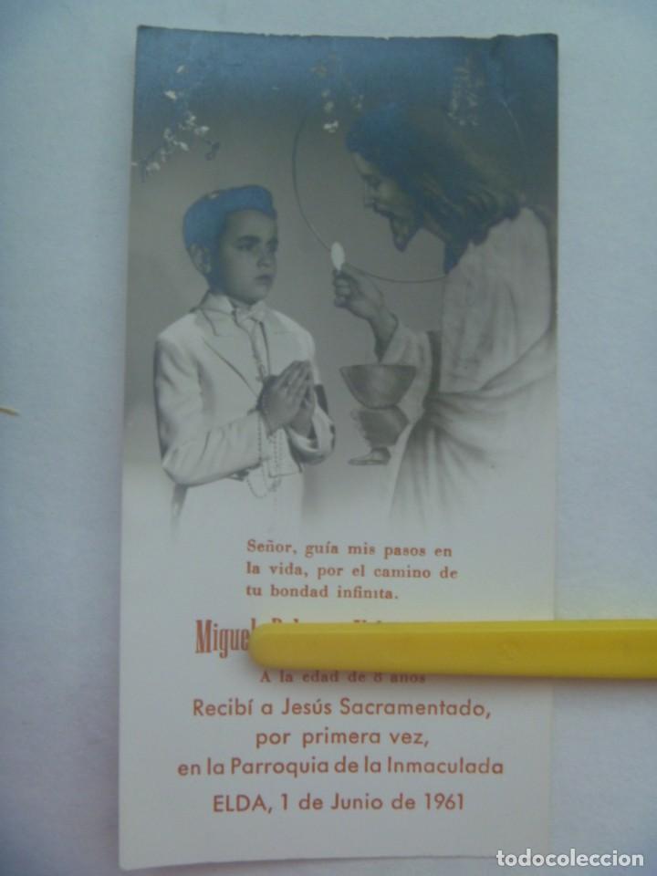 PRECIOSA FOTO DE ESTUDIO DE NIÑO DE PRIMERA COMUNION EN ESTAMPA. ELDA, 1961 (Fotografía Antigua - Fotomecánica)