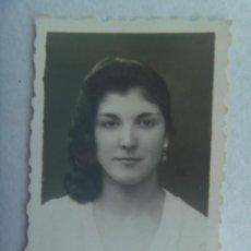 Fotografía antigua: BONITO RETRATO DE SEÑORITA, 1957. DE JOSE MERINO, IRUN. Lote 194586958