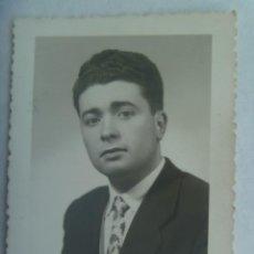 Fotografía antigua: BONITO RETRATO DE CABALLERO, 1958. DE FOTOGRAFIA FIGURSKI, RENTERIA. Lote 194618273