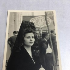 Fotografía antigua: ANTIGUA FOTOGRAFIA - JUEVES SANTO - SEVILLA 1955 - 6.8X10CM. Lote 194654991