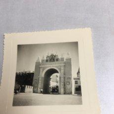 Fotografía antigua: ANTIGUA FOTOGRAFIA - ARCO DE LA MACARENA - SEVILLA 1958 - 8X8CM. Lote 194657015