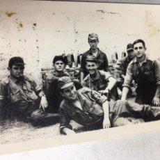 Fotografía antigua: ANTIGUA FOTOGRAFIA - GRUPO DE SOLDADOS - MILITARES - 10.5X7.5CM. Lote 194657360