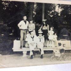 Fotografía antigua: ANTIGUA FOTOGRAFIA - SOLDADOS DE LA MARINA - FOTO FAMILIA - 10.5X7.5CM. Lote 194657502