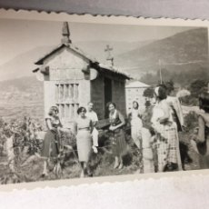 Fotografía antigua: ANTIGUA FOTOGRAFIA - HORREO DE LA HOYA - PONTEVEDRA 1951 - 8.5X6CM. Lote 194657813