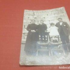 Fotografía antigua: ANTIGUA FOTOGRAFIA DE UN MATRIMONIO CON DOS HIJOS.....AÑO ¿?. Lote 194710000