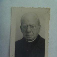 Fotografía antigua: FOTO DE CARNET DE SACERDOTE. DETRAS PONE QUE FALLECIO EN 1946. Lote 194745896