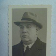 Fotografía antigua: FOTO DE CARNET DE UN SEÑOR CON SOMBRERO. DE LA KARABA , AÑOS 40. Lote 194778985
