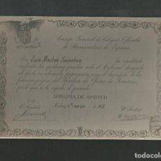 Fotografía antigua: ANTIGUA FOTOGRAFIA CURIOSA MADRID 1963 COPIA DIPLOMA DEL CONSEJO GENERAL OFICIAL DE FARMACEUTICOS. Lote 194779046