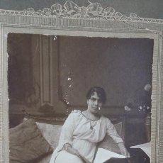 Fotografía antigua: SEÑORA EN SOFÀ, PAVÒN, SEVILLA, 1875?. Lote 195023050