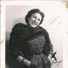 Fotografía antigua: OPERA - SOPRANO ITALIANA ANTONIETTA STELLA - FOTO 18X13CM CON AUTÓGRAFO ORIGINAL 1956. Lote 195024232
