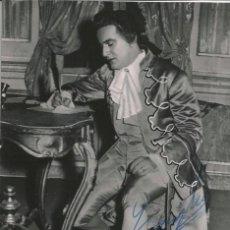 Fotografía antigua: OPERA - TENOR ITALIANO CARLO ZAMPIGHI EN MANON - FOTO 15X10CM CON AUTÓGRAFO ORIGINAL 1955. Lote 195028508