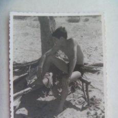 Fotografía antigua: FOTO DE JOVEN EN BAÑADOR EN LA PLAYA. Lote 195029805