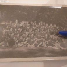 Fotografía antigua: FOTOGRAFÍA DE GRUPO FRENTE DE JUVENTUDES EN RÍO SECO, AÑO 1952. Lote 195055755