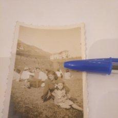 Fotografía antigua: FOTOGRAFÍA ROMERÍA EN ASTURIAS. AÑO 1944. Lote 195056135