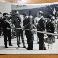 Fotografía antigua: FOTOGRAFIA BORJA, ZARAGOZA. INAGURACIÓN DE LAS VIVIENDAS DE ROMERIA Y FLORIDA. ALCALDE AUTORIDADES... Lote 195181973