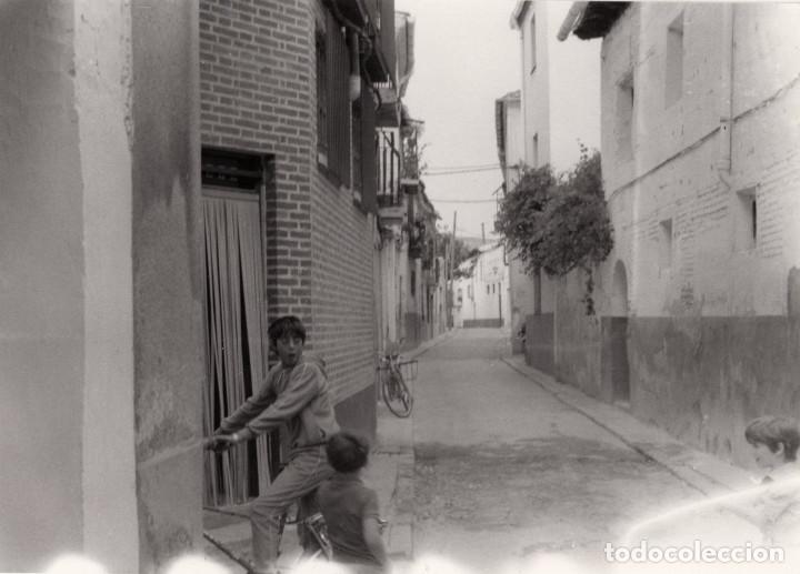 Fotografía antigua: ARÉVALO.(ÁVILA).- LOTE DE 16 FOTOGRAFIAS AÑOS 60.- 9X12,5. - Foto 11 - 195756475