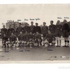 Fotografía antigua: MADRID.- RUGBY. PARTIDO INTERNACIONAL. EQUIPO DE FET Y DE LAS JONS 1940. 18X13.. Lote 195934868