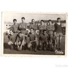 Fotografía antigua: OURENSE CLUB DE FÚTBOL - OURENSE CF.(GALICIA).- DESCRIPCIÓN JUGADORES DETRAS.13X9.. Lote 195959845