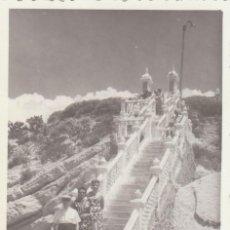 Fotografía antigua: PRECIOSA FOTO. ESCALERA DEL MIRADOR DE BENIDORM, ALICANTE, ANTES DE LOS RASCACIELOS. 1960 SB. Lote 195986475