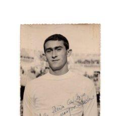 Fotografía antigua: REAL MADRID.- JOSÉ MARTÍNEZ SÁNCHEZ. PIRRI. CON AUTOGRAFO ORIGINAL - JUGADOR AÑOS 60.. Lote 196007878