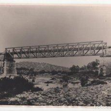 Fotografía antigua: FERROCARRIL.- ZAFRA.(BADAJOZ) A HUELVA. VIADUCTO ARDILA. ANTIGUO. 24X17. Lote 196013255
