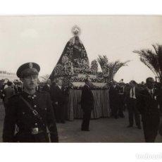 Fotografía antigua: VIRGEN CORONADA. PROCESIÓN POR LA CIUDAD 1946..- 17,5X11,5. FOTO GARELA CORTES. Lote 197093330