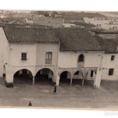 Fotografía antigua: BADAJOZ.- CASAS ANTIGUAS DE LA PLAZA DE SAN JOSE. FOTO PESINI. 11,5X17,5.. Lote 197096571