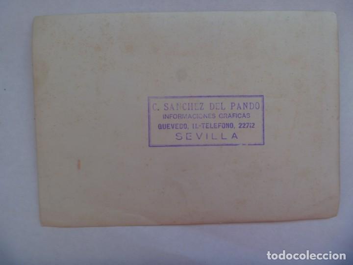 Fotografía antigua: GUERRA CIVIL: FOTO ORIGINAL VIRGEN DE LA AMARGURA SALVADAS DE LOS ROJOS. SANCHEZ DEL PANDO, SEVILLA - Foto 2 - 197965760