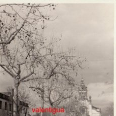 Fotografía antigua: PRECIOSA FOTO IGLESIA PARROQUIAL NTRA SRA BEGOÑA SAGUNTO LLUVIA CHARCOS 1957 DÍAS RIADA VALENCIA? SB. Lote 198460267