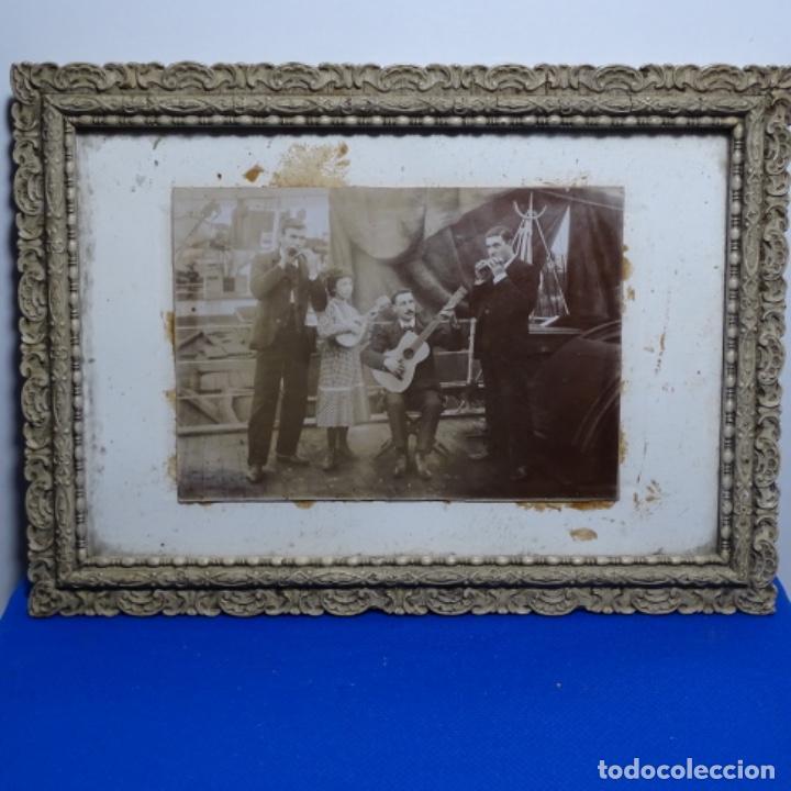 Fotografía antigua: Preciosa fotografía del siglo xix de compañía de músicos. - Foto 2 - 199677497