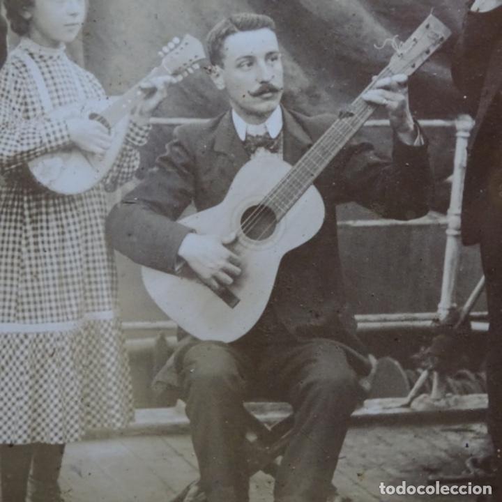 Fotografía antigua: Preciosa fotografía del siglo xix de compañía de músicos. - Foto 5 - 199677497