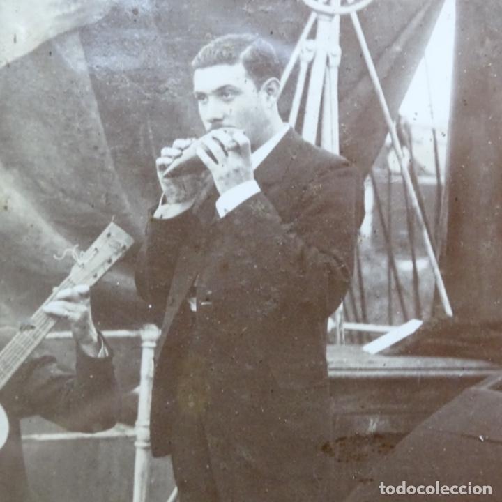 Fotografía antigua: Preciosa fotografía del siglo xix de compañía de músicos. - Foto 6 - 199677497