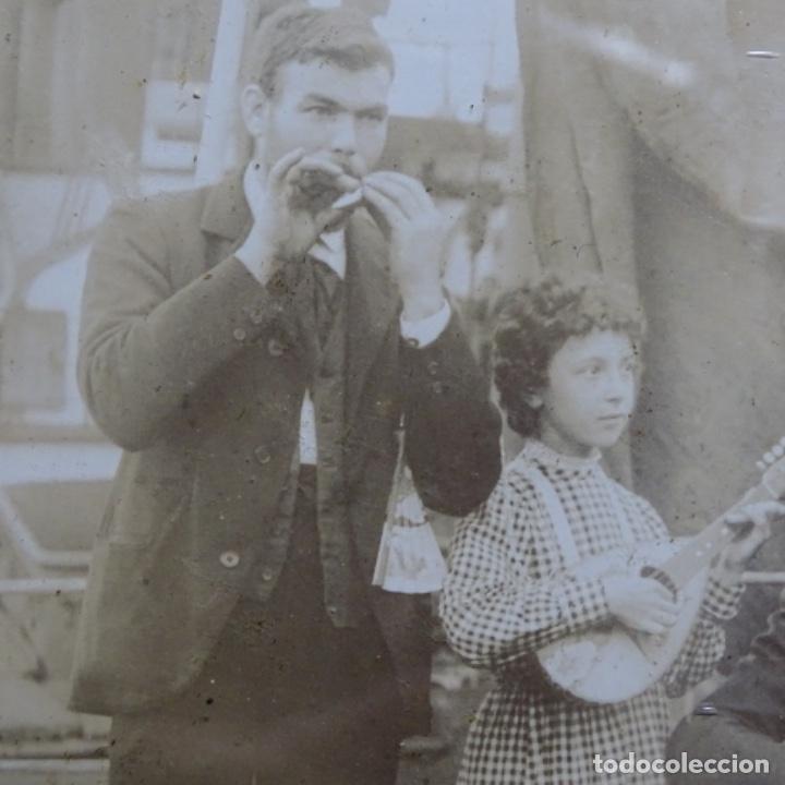 Fotografía antigua: Preciosa fotografía del siglo xix de compañía de músicos. - Foto 7 - 199677497