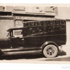 Fotografía antigua: FURGONETA, COCHE Y ALMACEN. CAMAS DORADAS CALAHORRA. 8,4X5,4. Lote 200762740