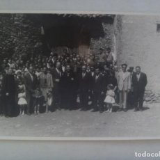 Fotografia antica: FOTO DE SACERDOTES Y PAISANOS POSANDO, HOMENAJE A S.A.I. EN TOLORIU , 1961 ....... 11,5 X 18 CM. Lote 203245085
