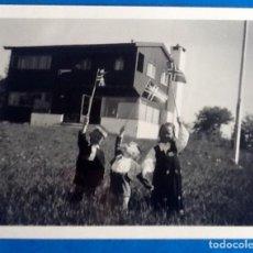 Fotografía antigua: FOTO ANTIGUA NIÑOS.CON BANDERAS. ENVIO INCLUIDO.. Lote 204383470