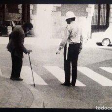 Fotografía antigua: FOTO. GUARDIA DE MADRID AÑOS 70 - CURIOSA -. .ENVIO INCLUIDO.. Lote 204386202