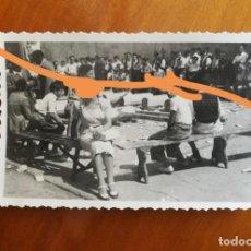 Fotografía antigua: ANTIGUA FOTOGRAFÍA. AIZKOLARI. DEPORTE CORTA DE TRONCOS. TÍPICO DEL PAÍS VASCO. FOTO AÑO 1949.. Lote 205393133